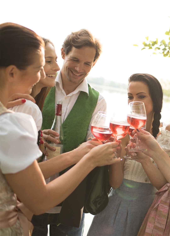 Über Wellness, Wein und Golf bis hin zu Kultur und Kulinarik findet man bei einem Thermen-Familien-Urlaub im Burgenland ein facettenreiches Angebot